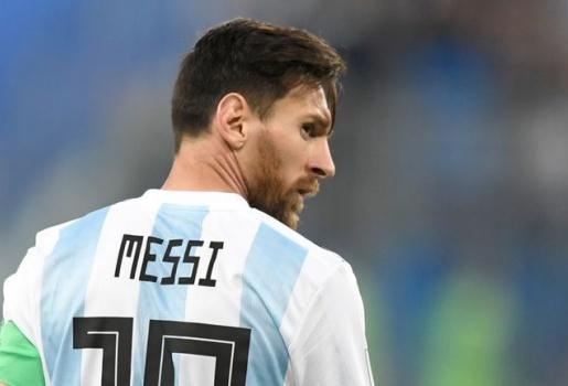 Quá tức tối, Messi hét: Ông phá chúng tôi 2 lần