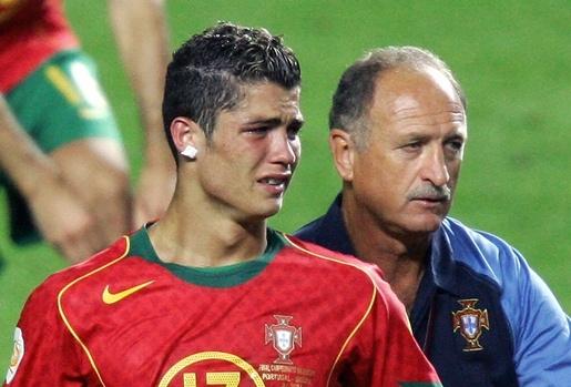 Nhìn Ronaldo mà ngẫm về Messi