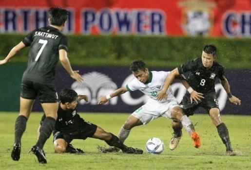 U22 Thái Lan bất lực trước Indonesia, vẫn đoạt vé vào VCK