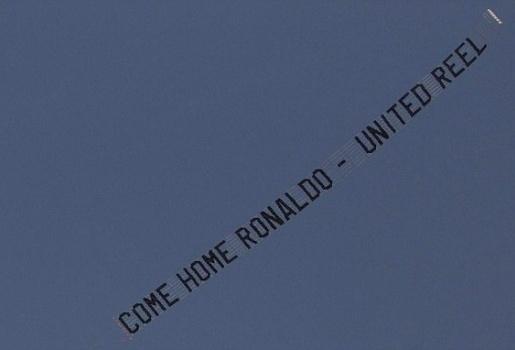 5 biểu ngữ nổi tiếng bằng máy bay: Man Utd vô đối!