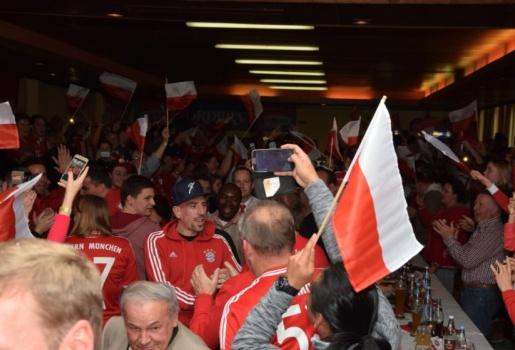 Ribery được fan vây kín ngày trở lại