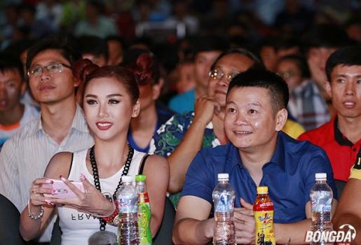 """Hotgirl Quỳnh Nhi: """"Tiếc ĐT Pháp, nhưng chúc mừng Ronaldo"""""""