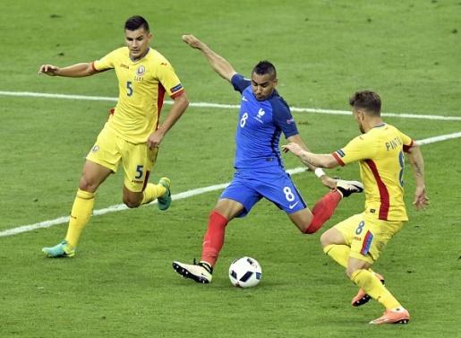 Dimitri Payet đã cứu tuyển Pháp trong ngày các đồng đội chơi thất vọng. Ảnh: Internet.