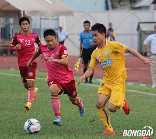 FLC Thanh Hóa (vàng) có tham vọng cực lớn ở mùa giải 2016. Ảnh: Đình Viên.