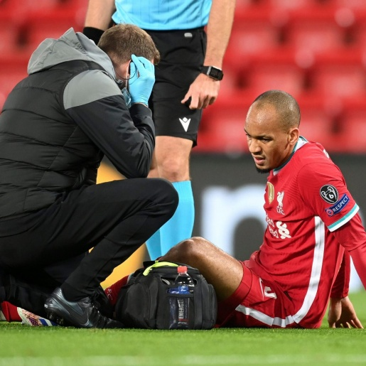 Fabinho injury leaves Liverpool in defensive crisis as Brazilian limps off against Midtjylland with Van Dijk out too - Bóng Đá