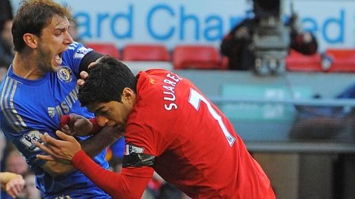 "Luis Suarez: ""Tôi sắp đến Arsenal thì Gerrard nói 1 câu"" Branislav-ivanovic-luis-suarez-liverpool-chelsea_3790735-1600"