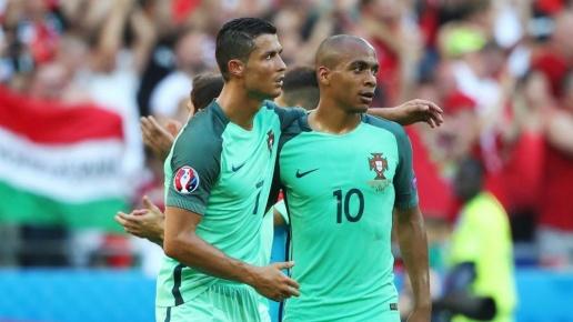 Joao-Mario-with-Cristiano-Ronaldo-Euro-2016