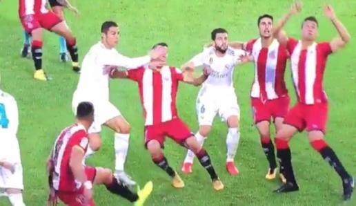Tịt ngòi, Ronaldo còn bị tố chơi