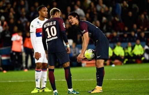 Cavani 'chê' 27 tỉ đồng để giành đá penalty cho Neymar - Bóng Đá
