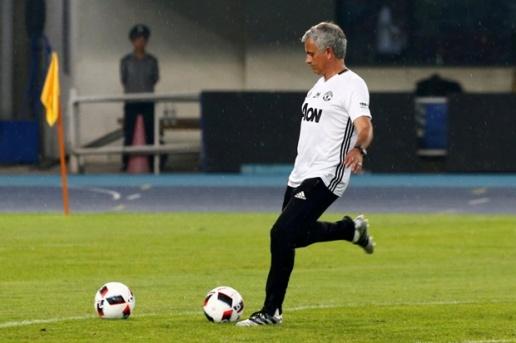 Chuyến đi bão táp của Mourinho và học trò