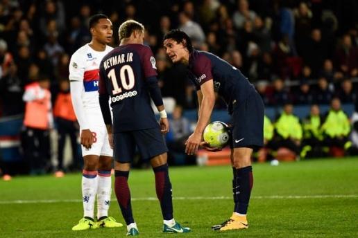 NÓNG: Hậu đại chiến với Cavani, Neymar bị loại khỏi đội hình PSG - Bóng Đá