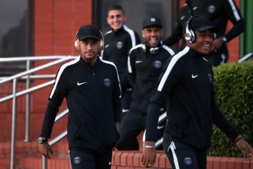 Mbappe & Neymar dẫn đầu đoàn quân PSG đổ bộ Glasgow - Bóng Đá