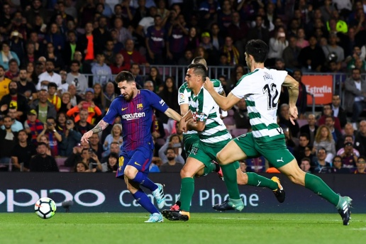 Đến Ngoại hạng Anh cũng CHÀO THUA Messi - Bóng Đá