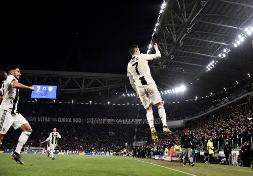 CĐV Juve hô Si khi Ronaldo ghi bàn - Bóng Đá