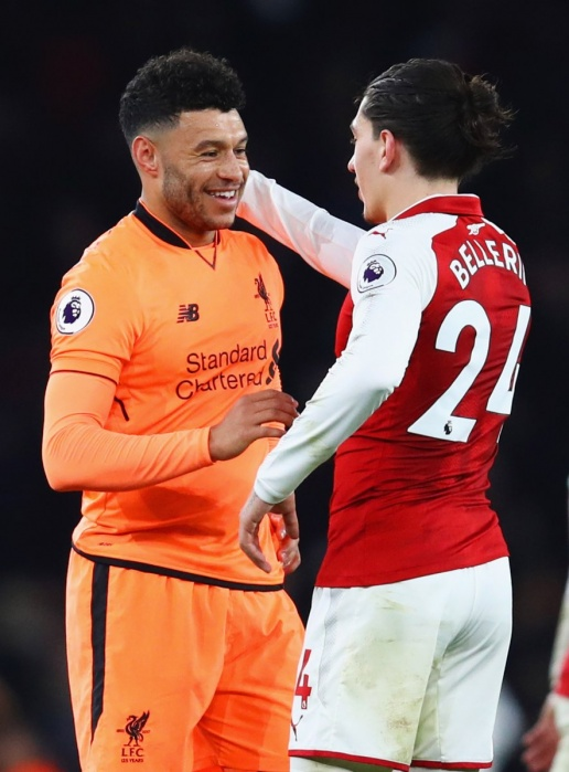 CĐV Arsenal CHỬI Chamberlain: Mày chỉ là thằng dự bị! - Bóng Đá