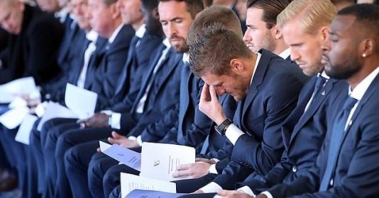Jamie Vardy rơi lệ trong ngày tưởng niệm tai nạn thảm khốc