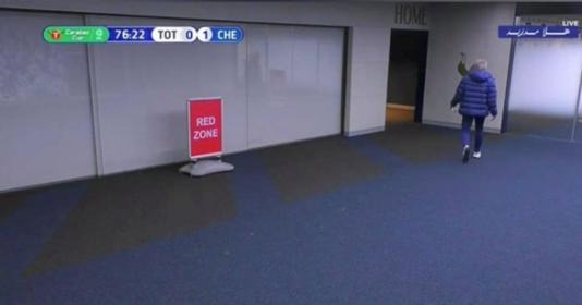 Hành động kì quái trước Chelsea, Mourinho lập tức giải thích | Bóng Đá