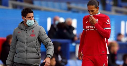 Van Dijk bị triệt hạ, Wayne Rooney đứng ra bảo vệ Pickford | Bóng Đá