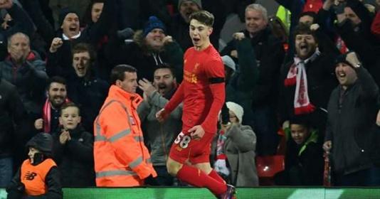 Ben Woodburn trở thành tay săn bàn trẻ nhất lịch sử Liverpool | Bóng Đá