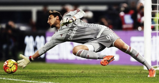 Milan chần chừ tăng lương cho Donnarumma, Man Utd vào cuộc