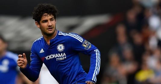"""Chelsea """"đứng ngồi không yên"""" vì phát biểu của Pato"""