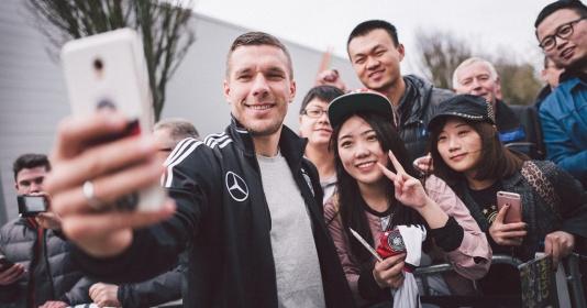 Chùm ảnh: Nụ cười không bao giờ tắt trên môi Podolski | Bóng Đá