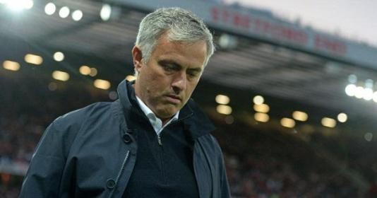 Báo động đỏ: Mourinho cực tệ khi đối đầu top 6