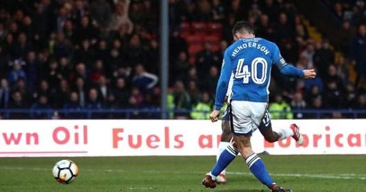Đội bóng tí hon Rochdale khiến Tottenham ôm hận ở phút bù giờ