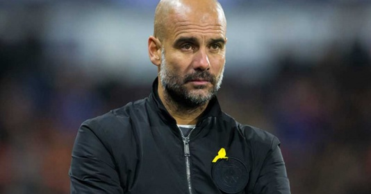 """Ủng hộ xứ Catalonia, Pep Guardiola """"dính đòn"""" từ FA"""