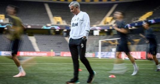 5 điều rút ra ở buổi tập của Man Utd trước Champions League: Mourinho không vui?