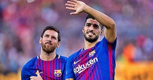 """Đây, phần quà đặc biệt Messi tặng Suarez sau cú hat-trick """"đốt lưới"""" Real"""