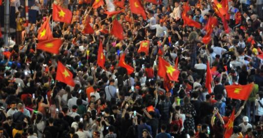 Báo châu Á choáng ngợp trước cách ăn mừng của CĐV Việt Nam