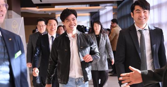 Ra mắt Incheon United, Công Phượng ngầu như tài tử điện ảnh