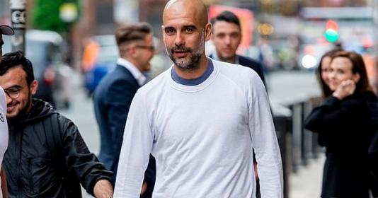 Trốn học trò, Pep Guardiola đi ăn mừng tại nhà hàng của sao Man United | Bóng Đá