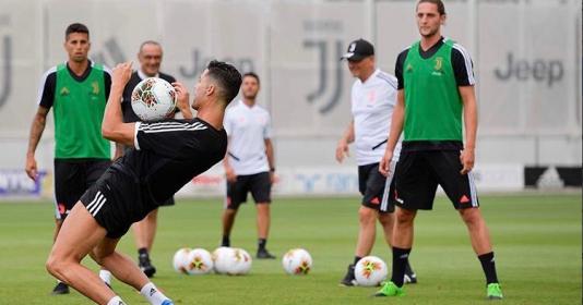 Vừa trở lại sân tập, Ronaldo khiến tân binh Juventus trầm trồ