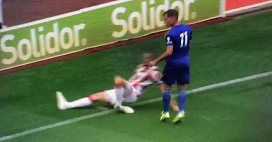 """KINH HOÀNG! """"Máy chém"""" Shawcross chấn thương giống hệt cách Ramsey từng bị"""