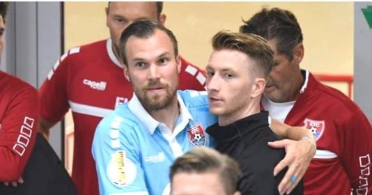"""Reus """"tay bắt mặt mừng"""" gặp lại đồng đội cũ trong trận thắng Uerdingen"""