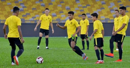 """UAE muốn cân hết đối thủ bảng G, Malaysia và Indonesia ồ ạt tăng cường """"viện binh"""" nhập tịch"""