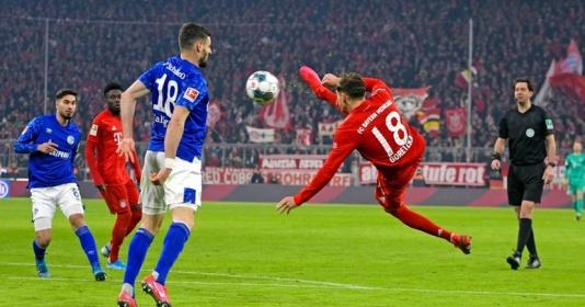 """Sao Bayern lập siêu phẩm  """"cắt kéo"""" như Ibrahimovic, NHM bấn loạn trên mạng xã hội"""
