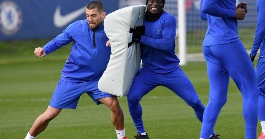 Dùng dụng cụ lạ trên sân tập, Chelsea chờ làm gỏi Man Utd | Bóng Đá