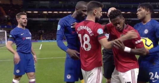 Fred quá dữ dằn, một mình cân 4 sao Chelsea không cho đụng vào Martial | Bóng Đá