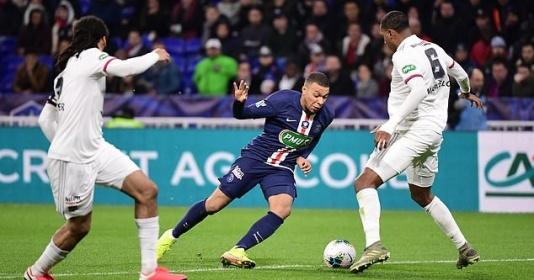 """Mbappe solo từ giữa sân ghi hattrick, PSG hủy diệt Lyon """"bàn tay nhỏ"""""""