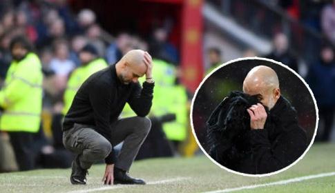 """Pep Guardiola gục đầu, suýt """"rơi lệ"""" sau trận thua ê chề của Man City"""