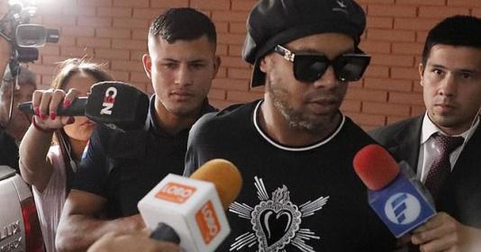 Ronaldinho thoát khỏi nhà tù sau 32 ngày bị giam giữ | Bóng Đá