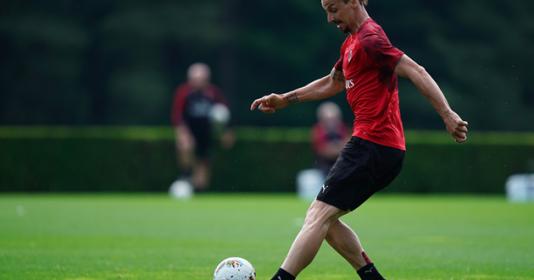 Ibrahimovic tỏ ra bất lực trước cựu sao Chelsea | Bóng Đá