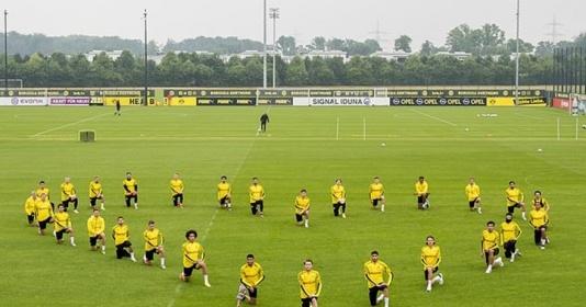 Dào sao Dortmund phản đối vấn nạn phân biệt chủng tộc