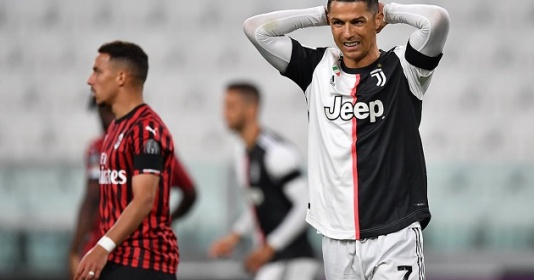 HLV Sarri bênh vực sau khi Ronaldo bỏ lỡ quả penalty quan trọng
