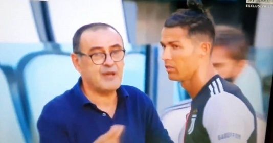 Ronaldo lắc đầu khi được Sarri ra chỉ đạo | Bóng Đá