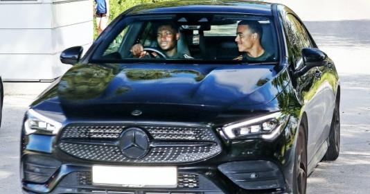 Phát hiện cạ cứng của Greenwood trên đường tới sân tập Man Utd | Bóng Đá