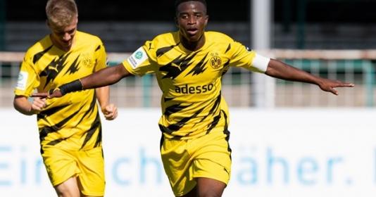 """Quên Haaland hay Sancho đi, """"thần đồng"""" của Dortmund tiếp tục gây bão"""